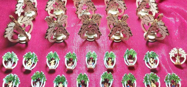 Neuer  Weihnachtdekorationen  entwickelt : Baumschmuck auch als Aufsteller